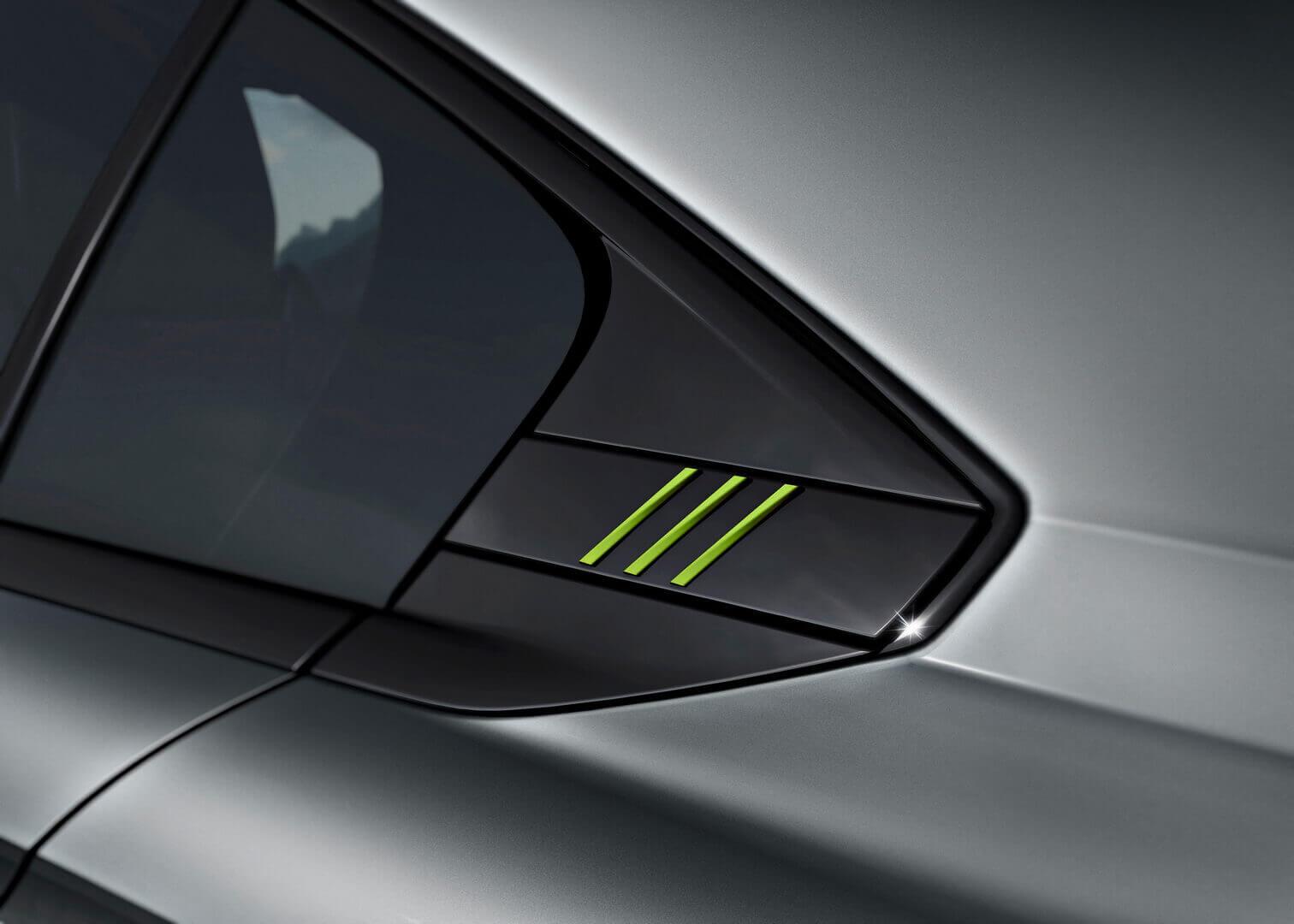 Шильдик, выделяющий версию Peugeot 508 Sport Engineered