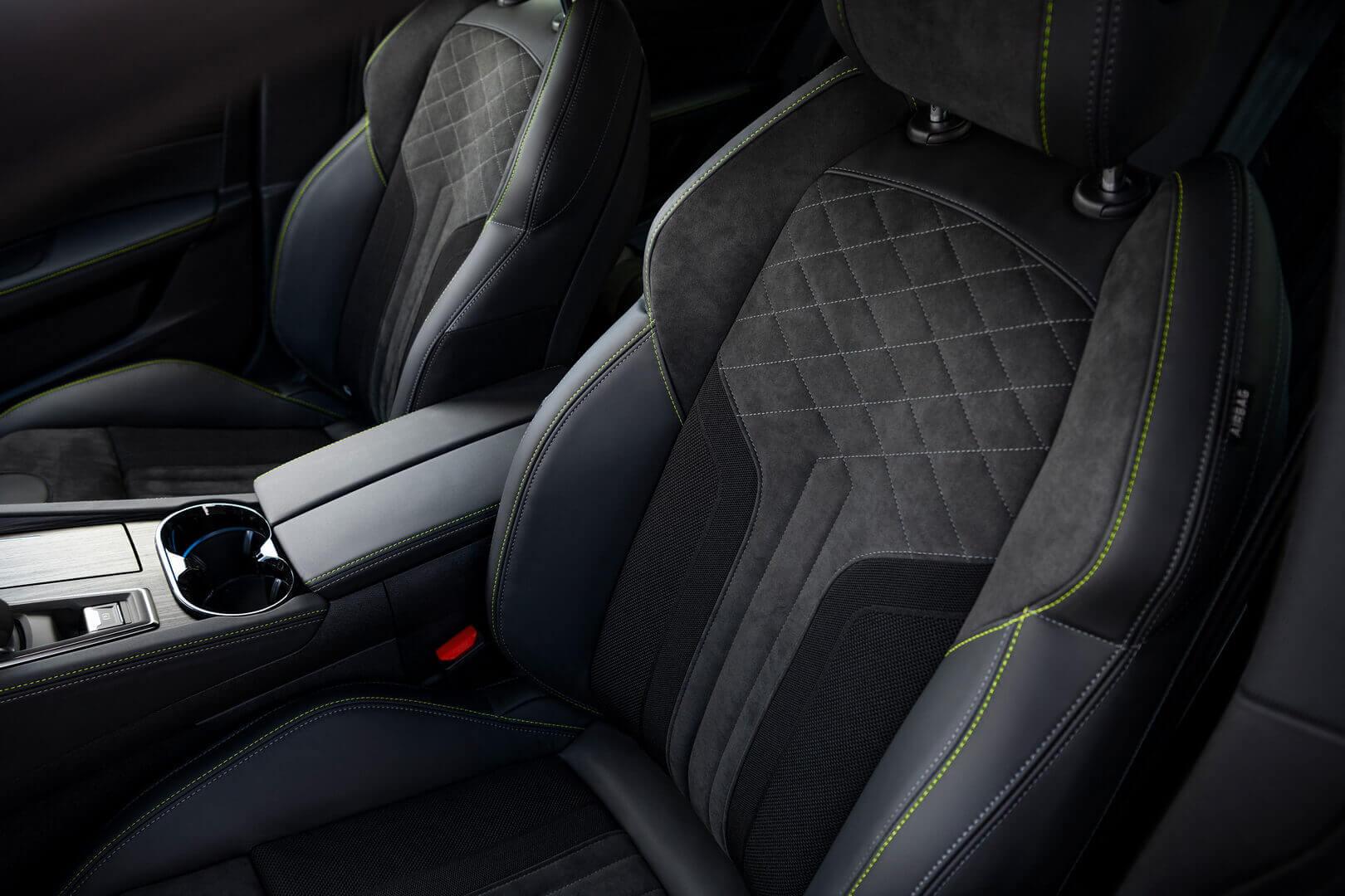 Передний ряд сидений Peugeot 508 Sport Engineered