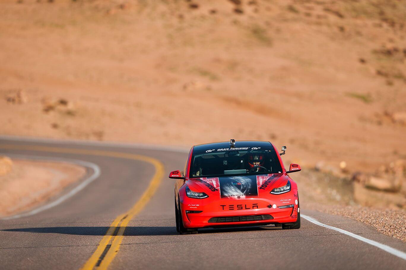 Блейк Фуллер на Tesla Model 3 занял первое место в выставочном классе