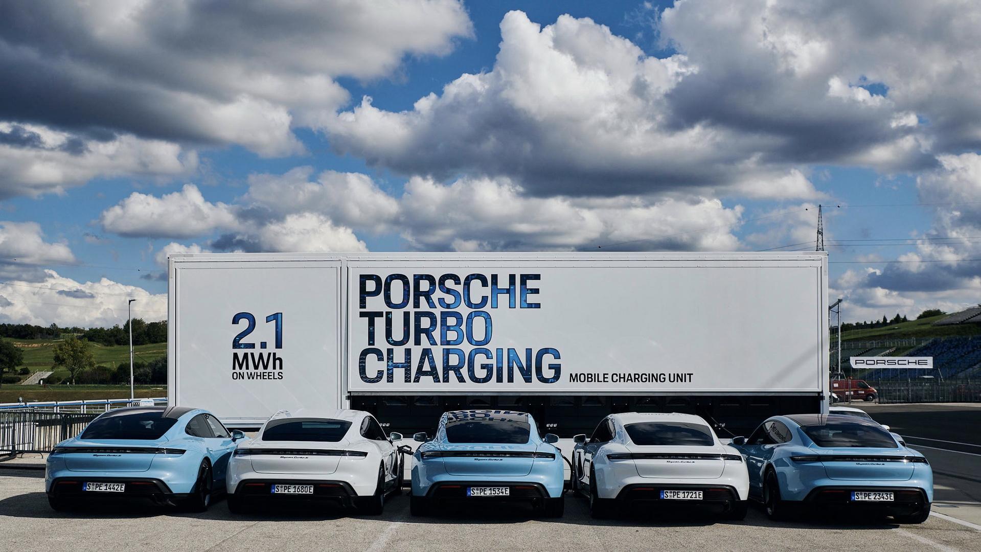 Porsche представила мобильные источники энергии для зарядки электромобилей