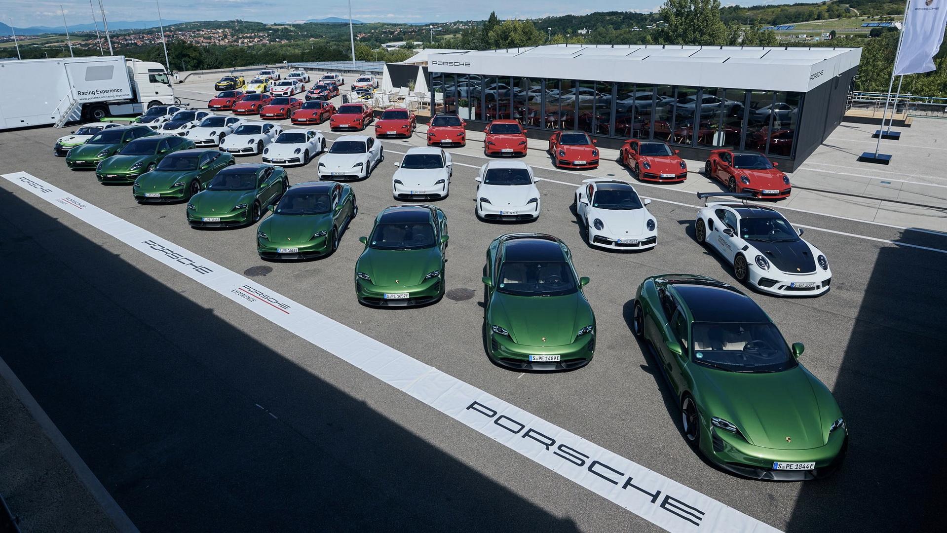 Porsche Taycan на мероприятии Porsche Track Experience