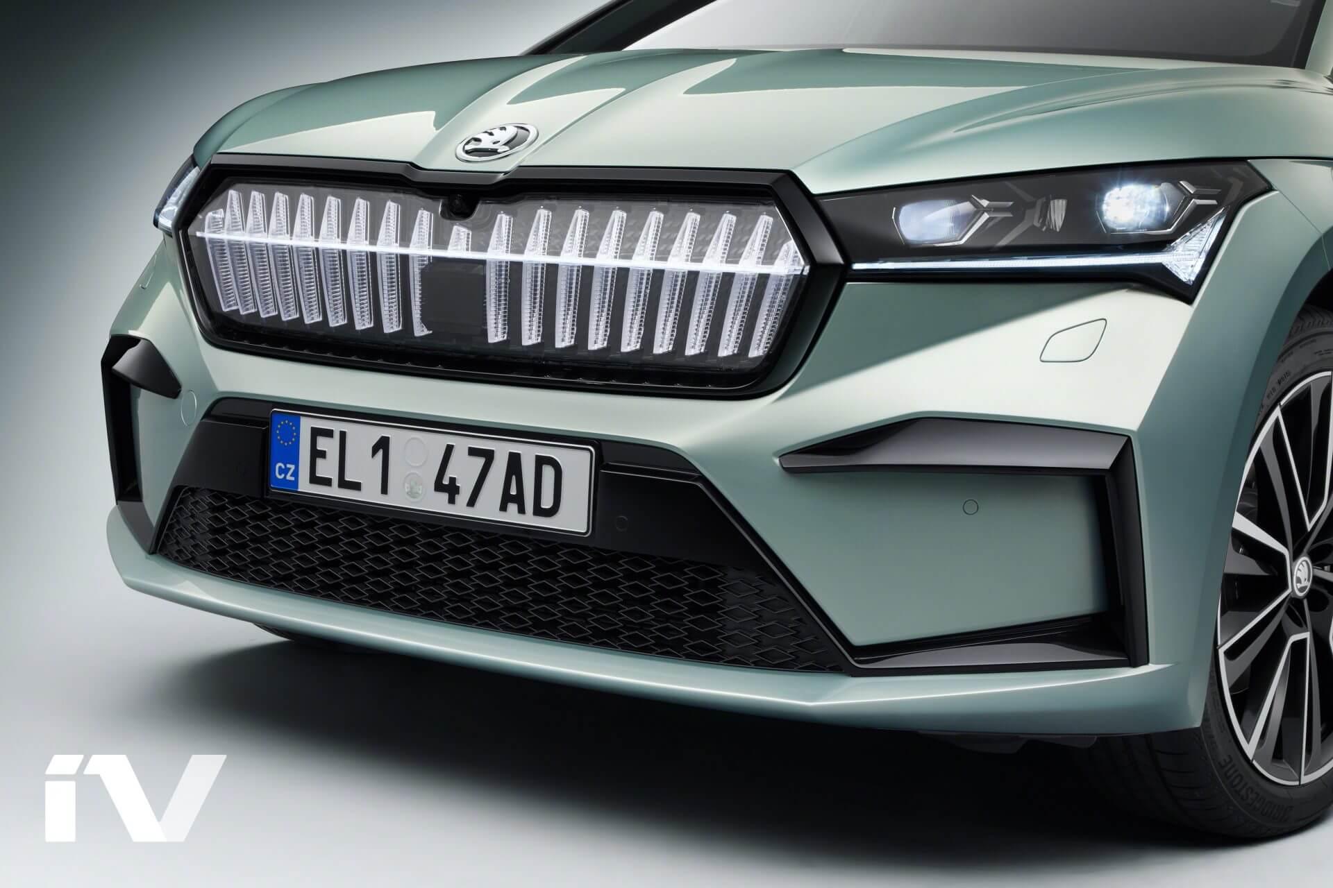 Традиционная решетка радиатора Škoda усилена кристаллическим эффектом и подсвечивается 130 светодиодами