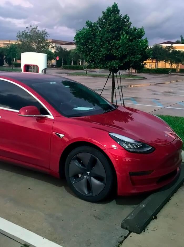 Владелец поделился подробностями эксплуатации Tesla Model 3 с пробегом 160 000 км