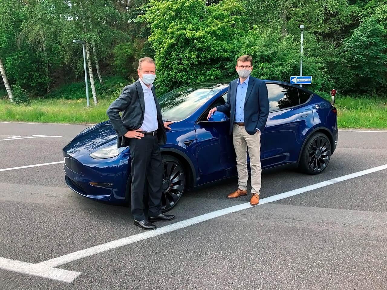 Глава Volkswagen протестировал Tesla Model Y после визита Маска в Германию