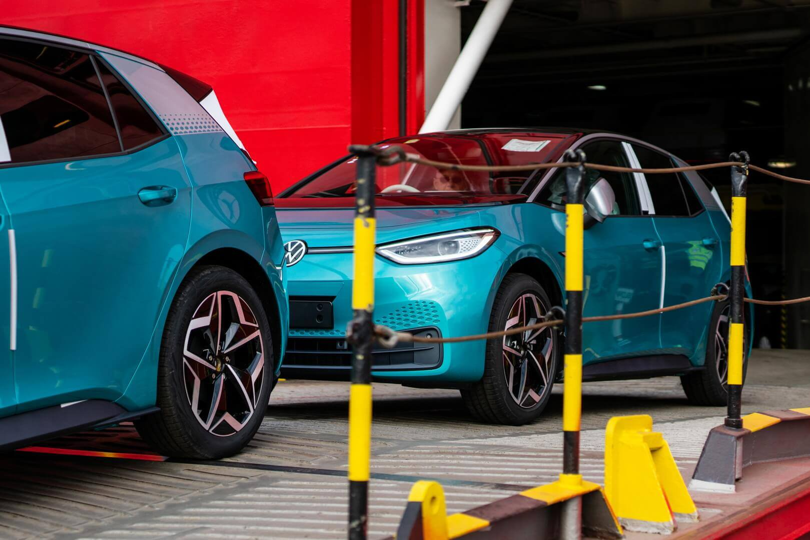Первые электромобили Volkswagen ID.3 1-го издания достигла британских берегов в порту Гримсби