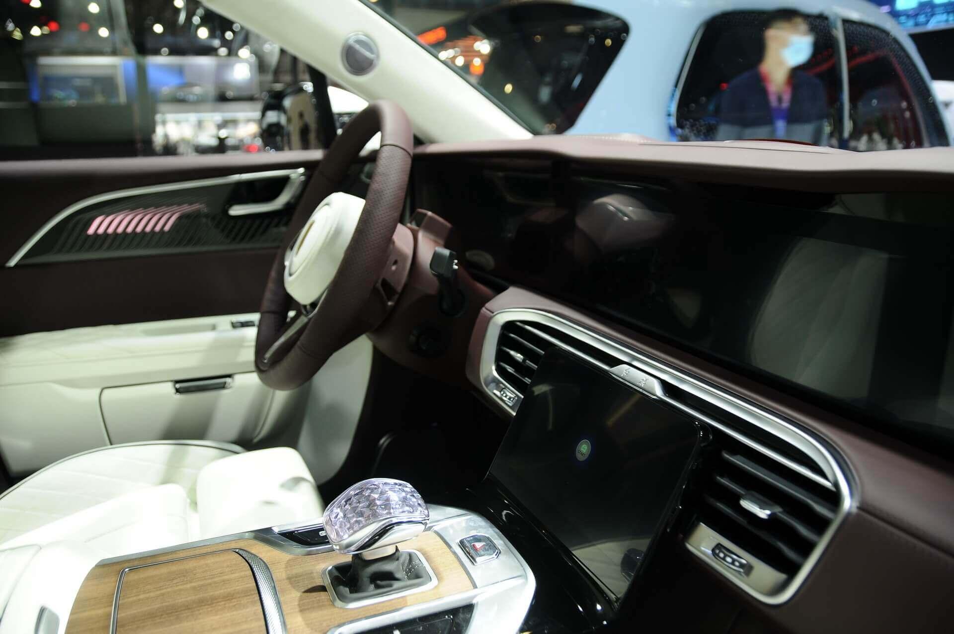 Hongqi E-HS9: китайский электровнедорожник в стиле Rolls-Royce за $110 000