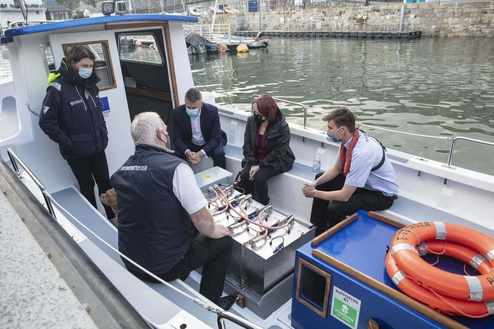 В Великобритании создали первую электрическую морскую лодку