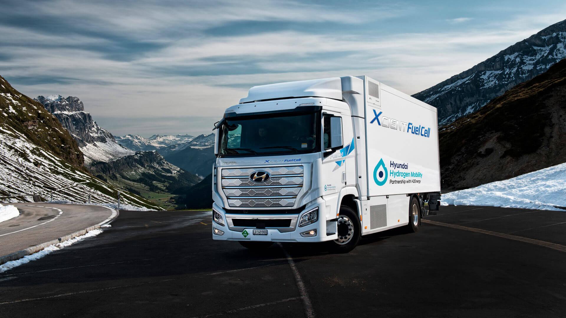 Hyundai XCIENT Fuel Cell является первым в мире серийным большегрузным грузовым автомобилем с топливными элементам