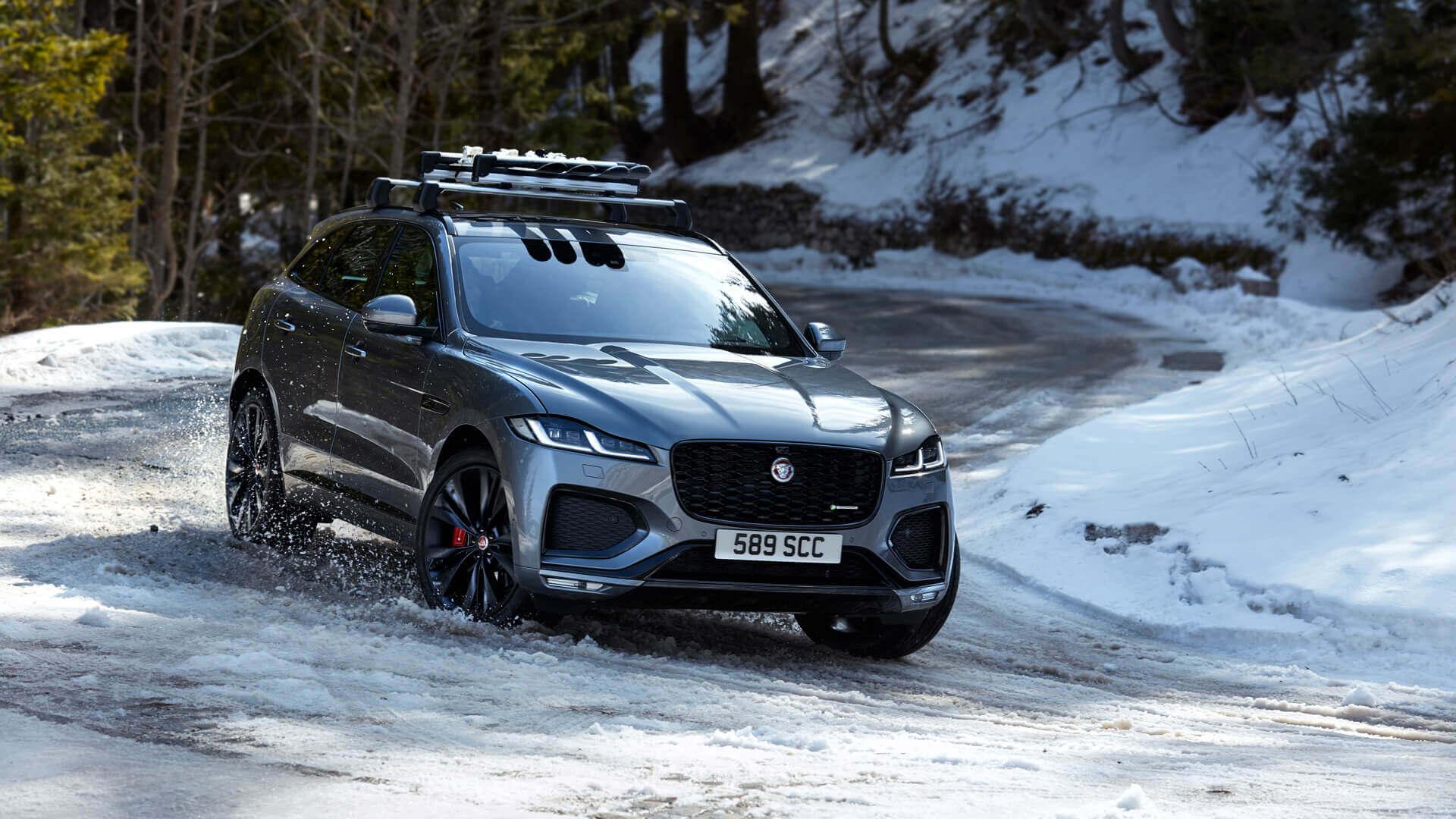Jaguar F-PACE получил мягкий гибридный привод