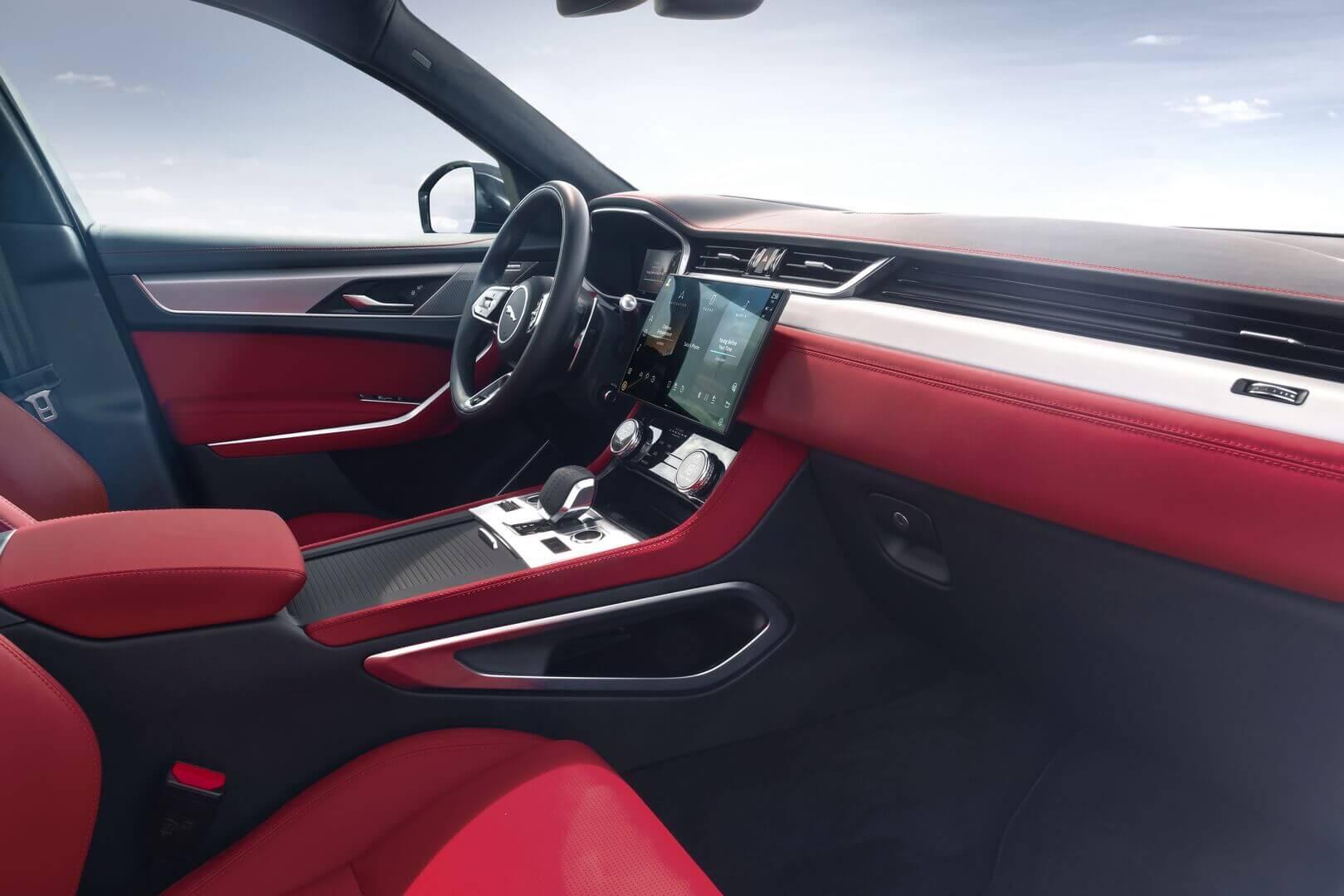 Салон электрифицированного кроссовера Jaguar F-PACE
