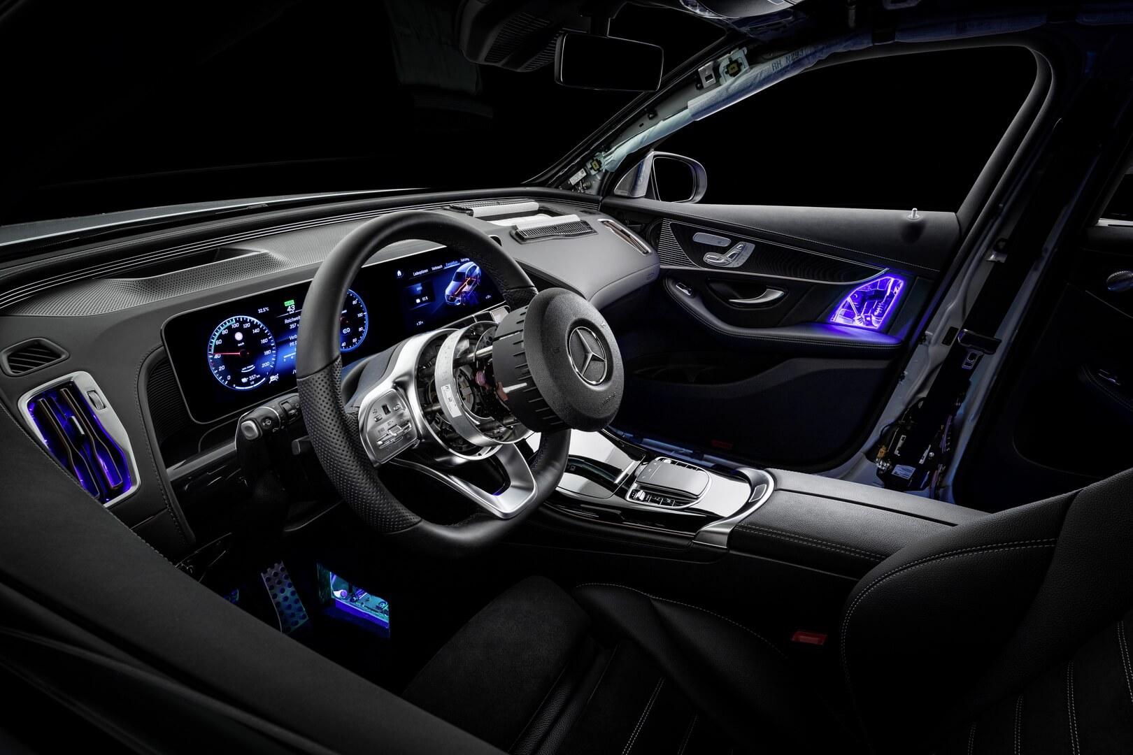 Mercedes-Benz создал «прозрачный» электрокроссовер EQC