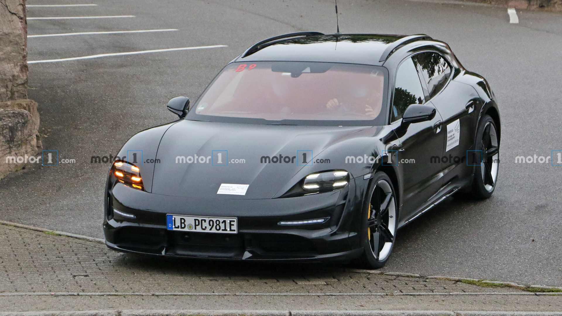 Porsche Taycan Cross Turismo 2021 года выпуска без камуфляжа