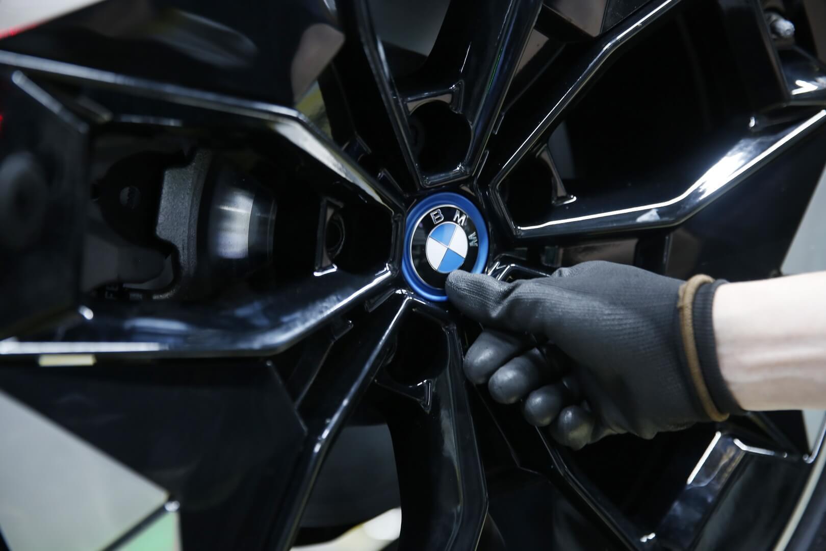 BMW начал серийное производство электрического кроссовера BMW iX3 в Китае