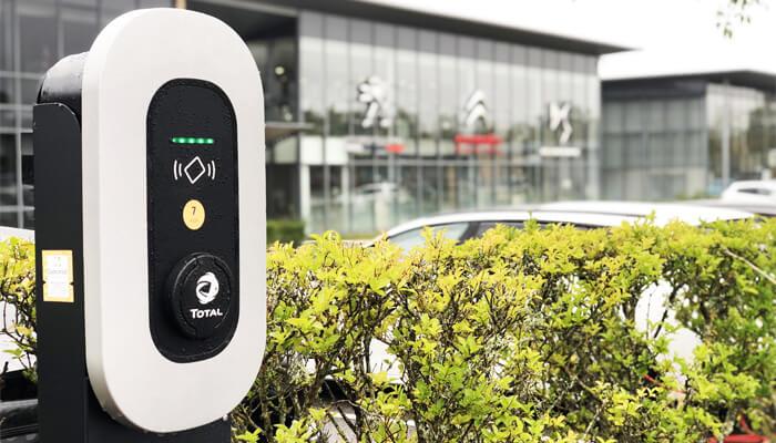 Groupe PSA оборудует все свои объекты зарядными станциями для электромобилей