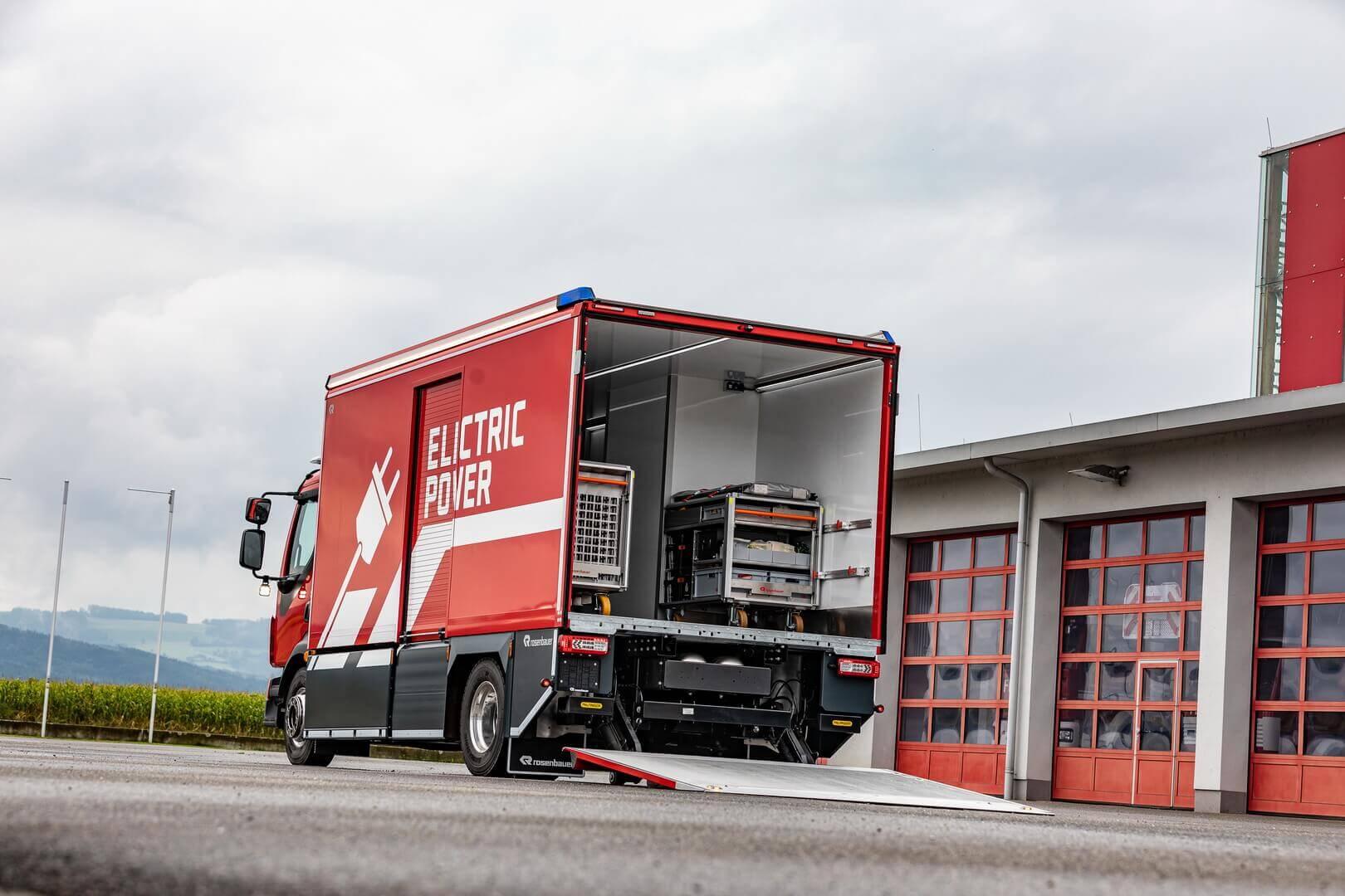 Новый электрический грузовик позволяет гибко использовать его не только для тушения пожаров