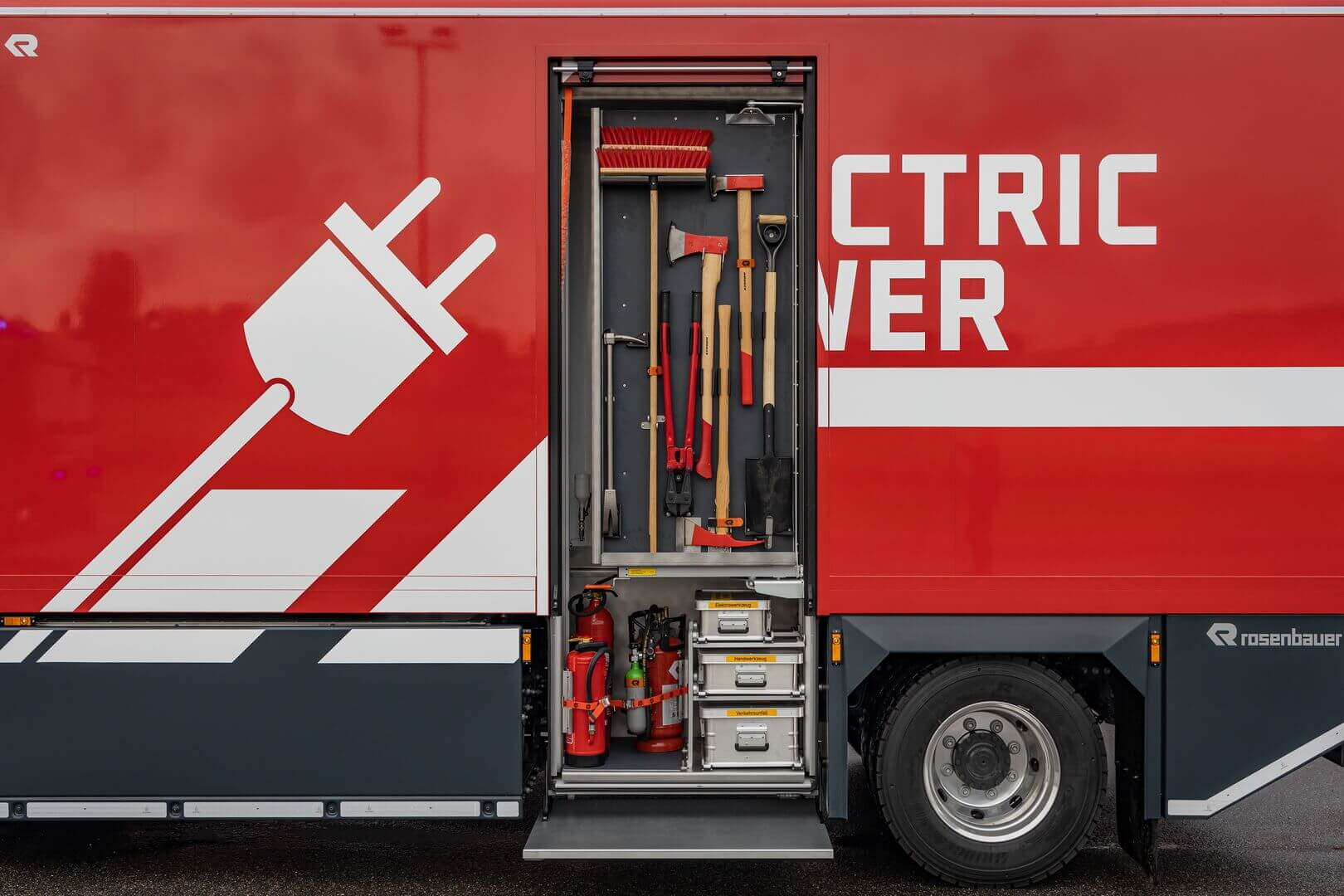 Электрическая пожарная машина Rosenbauer на базе серийного шасси Volvo FL Electric