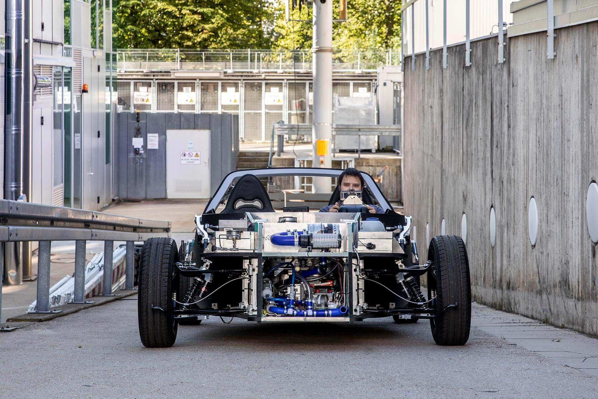 DLR представляет собой очень легкий и в то же время безопасный небольшой водородный электромобиль