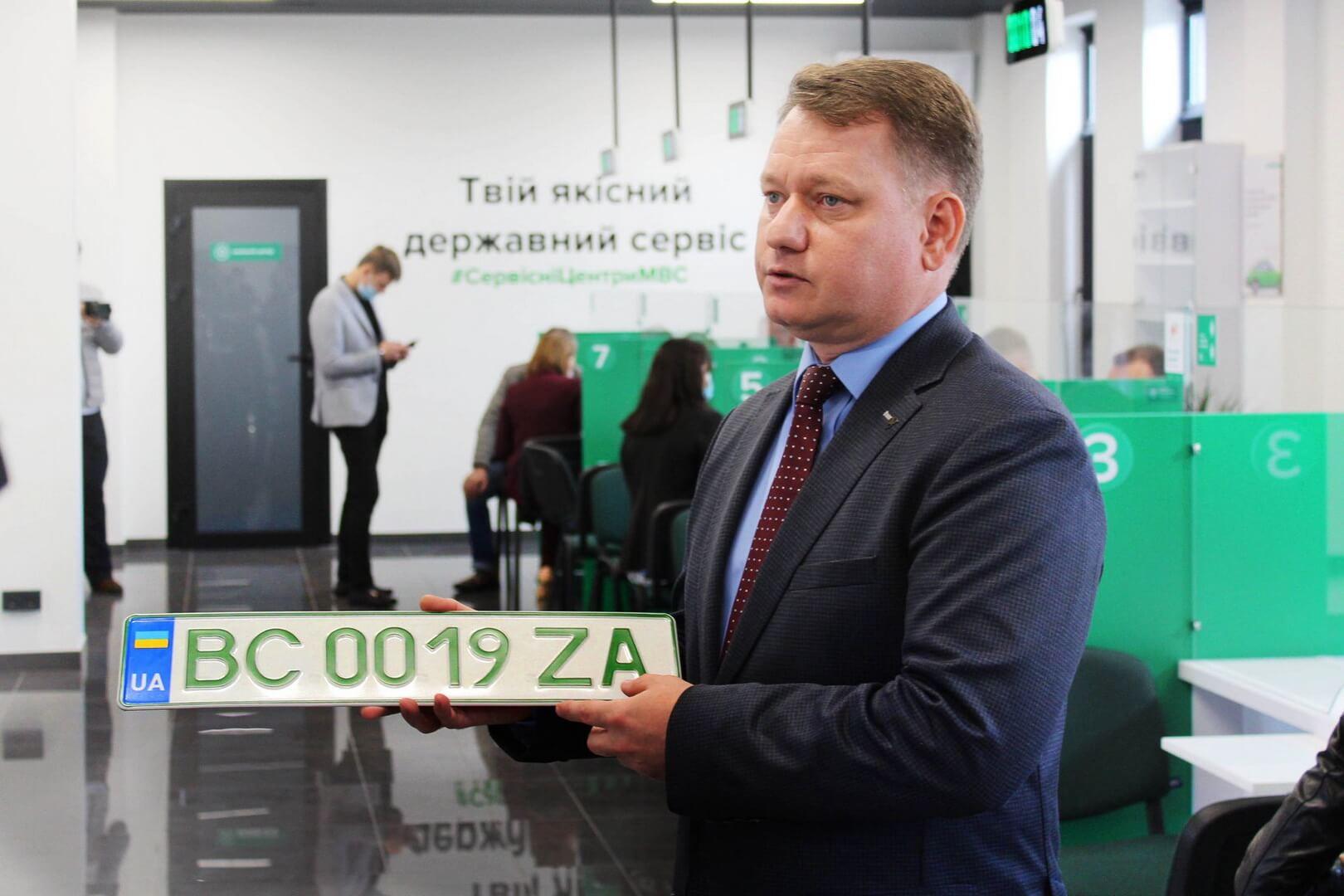 Сервисные центры МВД Украины начали выдачу «зеленых» номерных знаков
