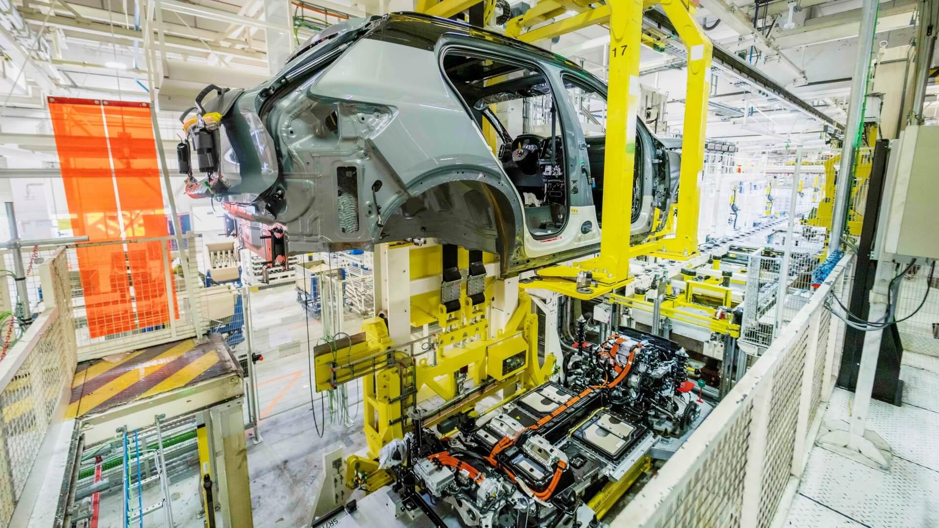 Полностью электрический Volvo XC40 Recharge запущен в производство на бельгийском заводе в Генте