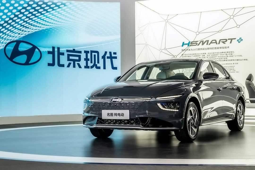 Hyundai представляет новый электрический седан Mistra EV в Китае