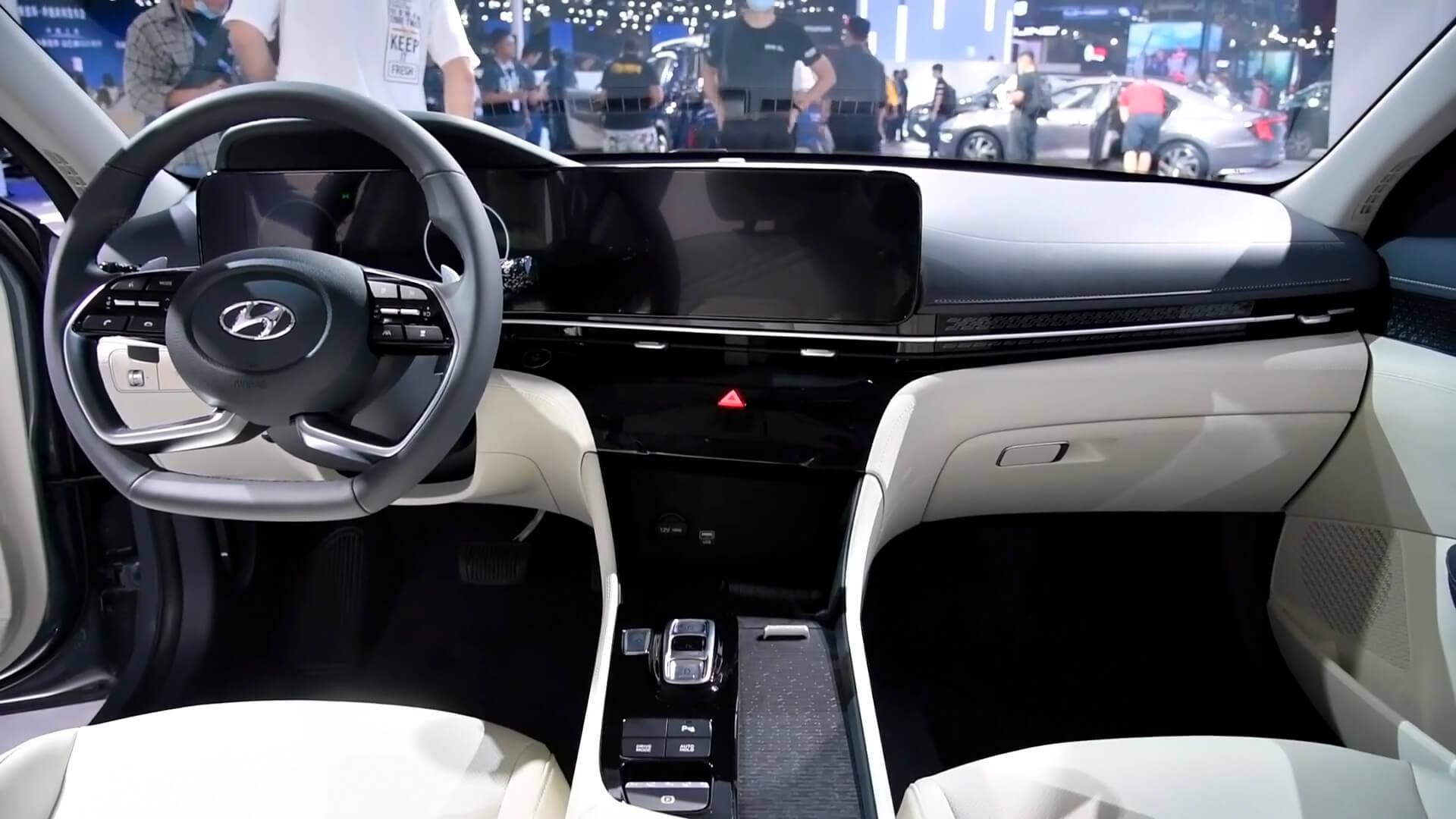 Интерьер Hyundai Mistra EV