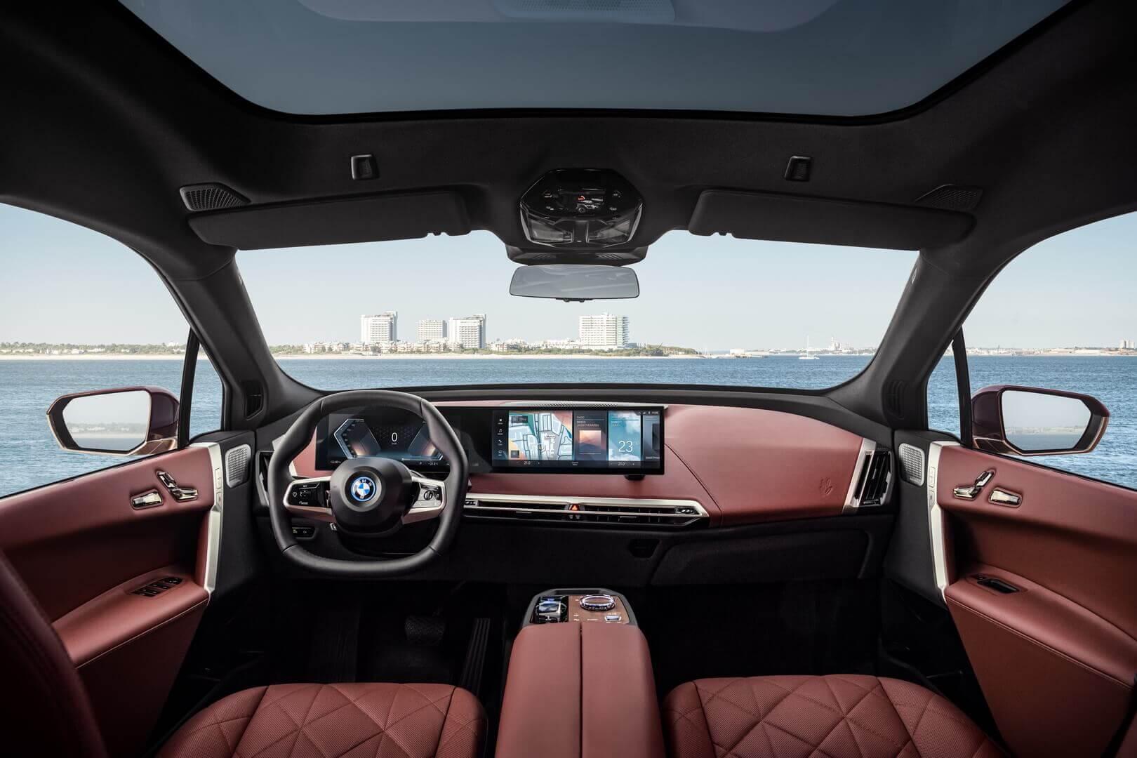 Салон электрического внедорожника BMW iX