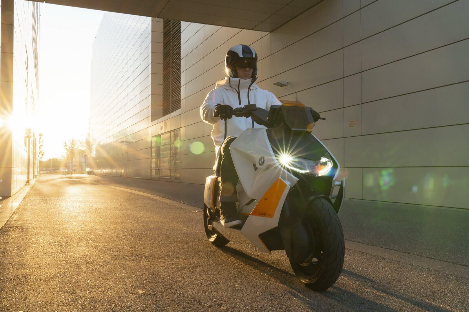Концепт электрического скутера BMW Motorrad Definition CE 04
