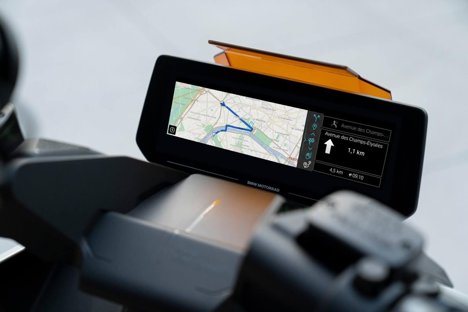BMW Motorrad Definition CE 04оснащен 10,25-дюймовым дисплеем –самым большим дисплеем в сегменте скутеров