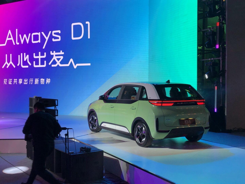 В Китае представили первый электромобиль специально для такси