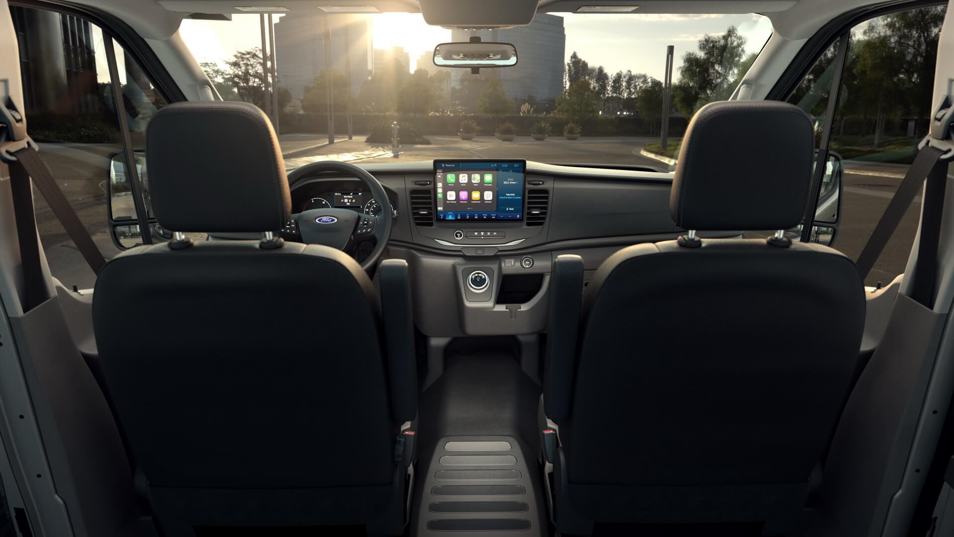 Интерьер электрофургона Ford E-Transit