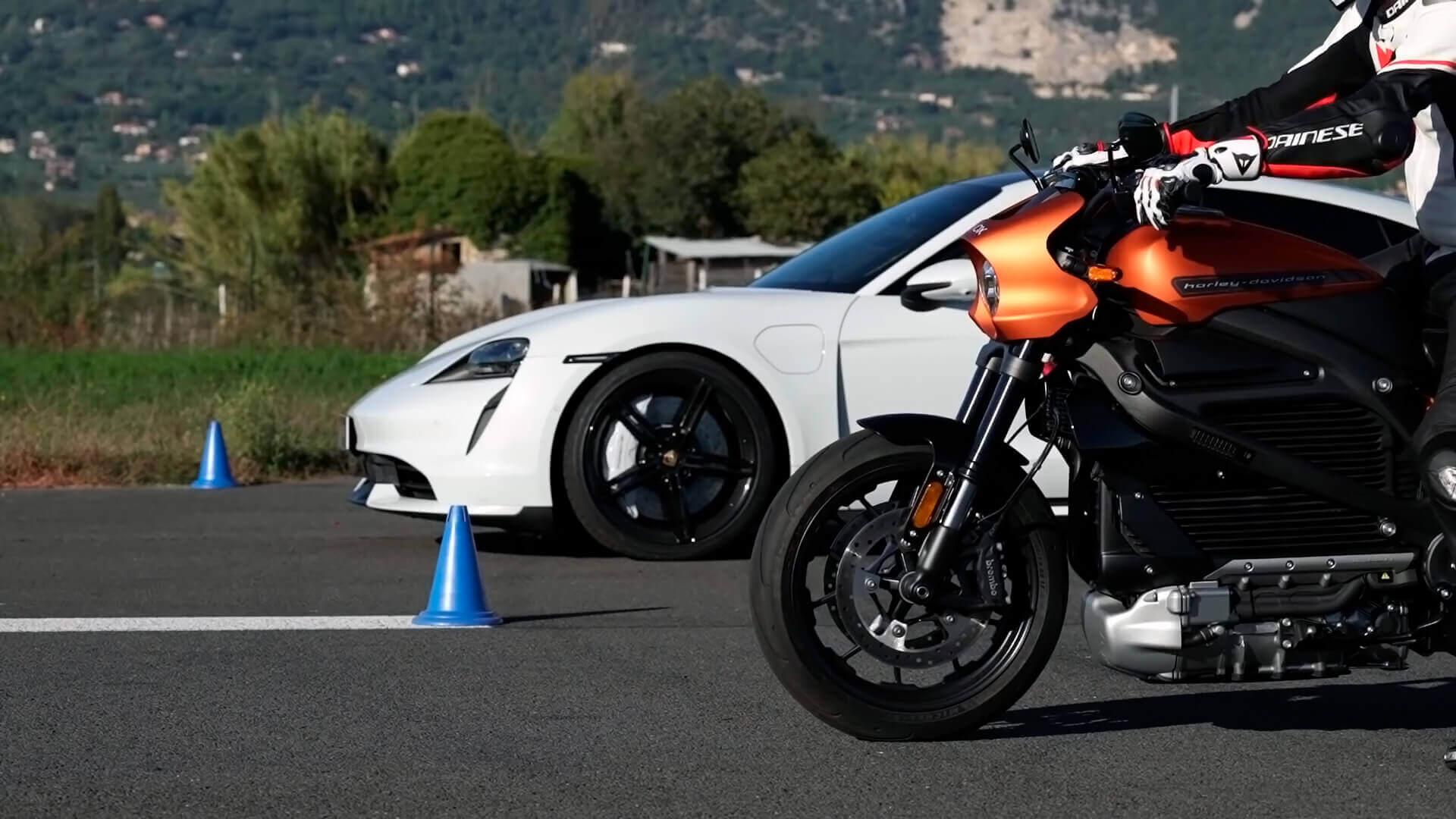 Гонка на ¼ мили между Porsche Taycan Turbo и Harley-Davidson LiveWire