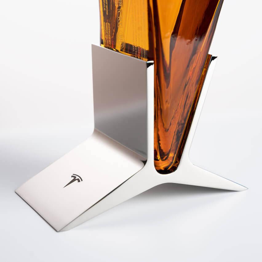 Tesla представила первый брендовый алкогольный напиток