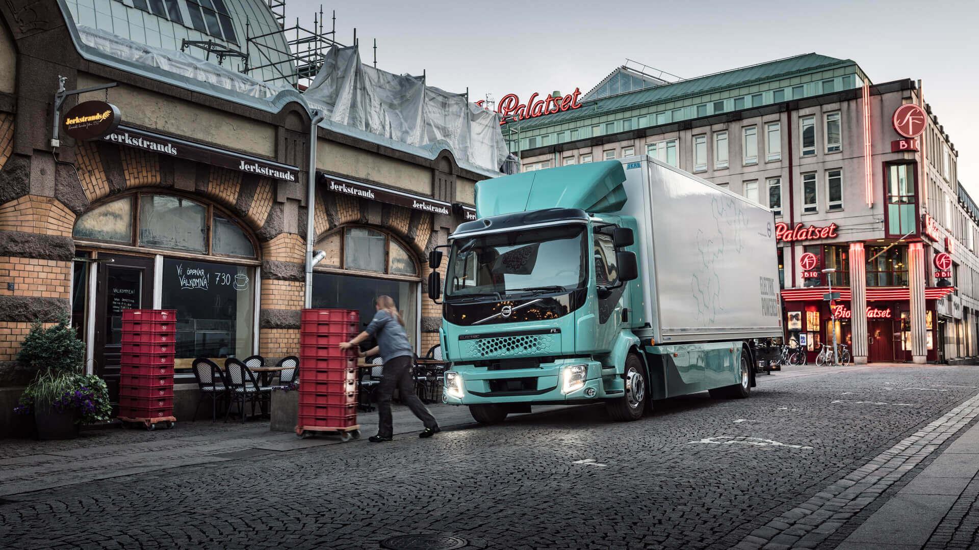 Электрический грузовик Volvo FL Electric для транспортировки грузов в городах