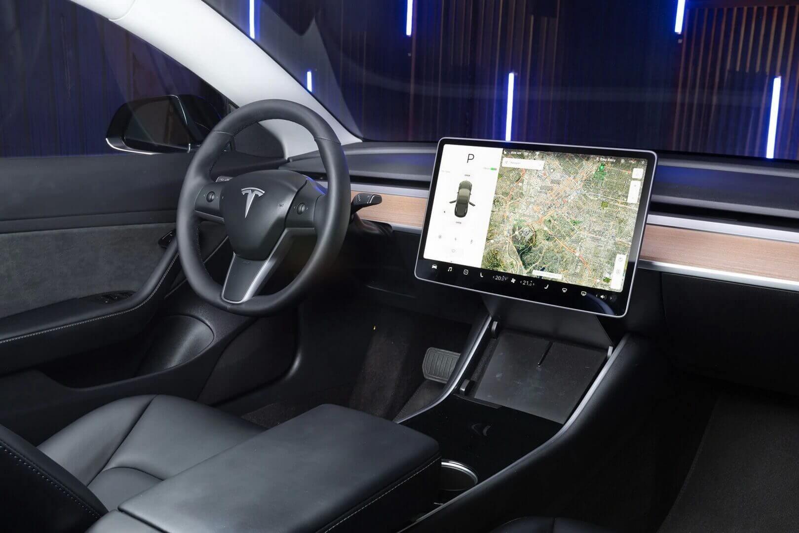 Интерьер электрического седана Tesla Model 3