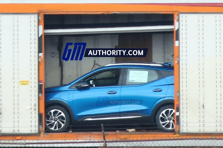 Chevrolet Bolt EUV впервые поймали без камуфляжа