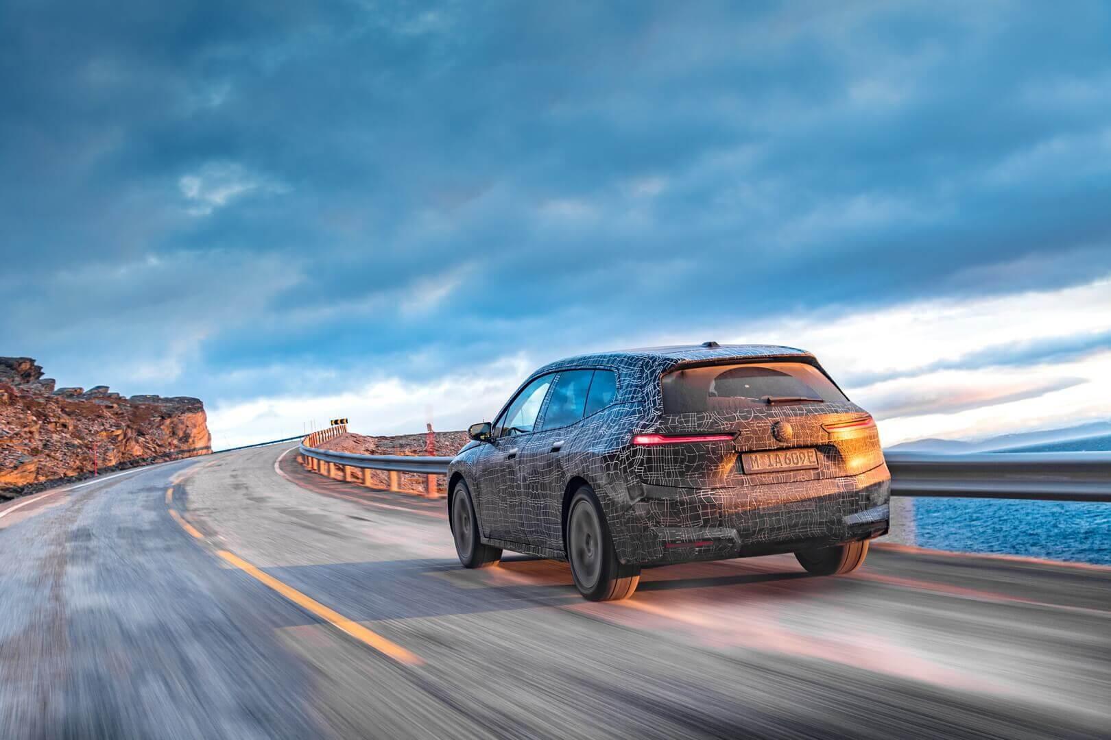 BMW iX проходит зимние испытания