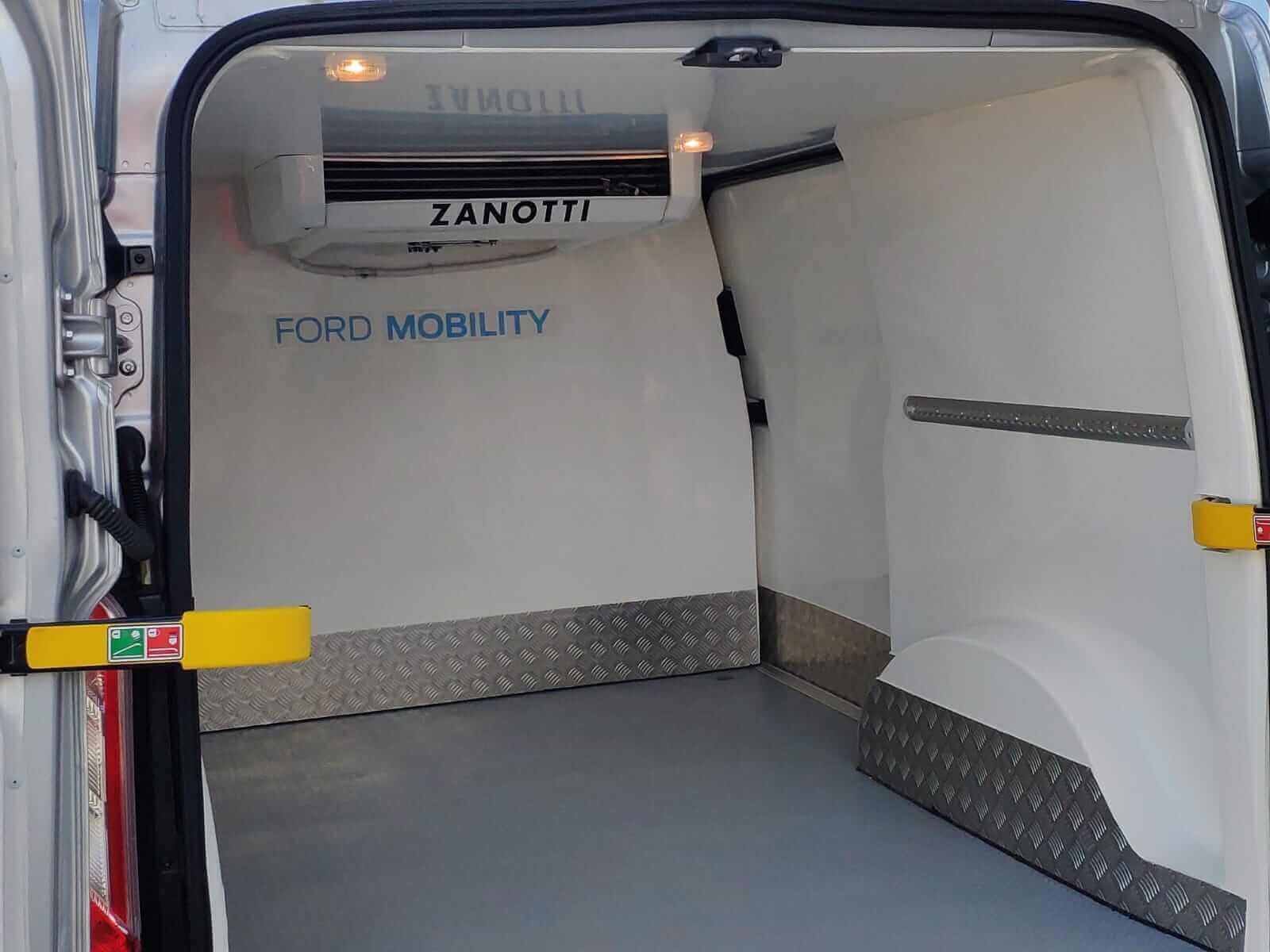 Плагин-гибридный фургон Ford, оснащенный электрической холодильной установкой