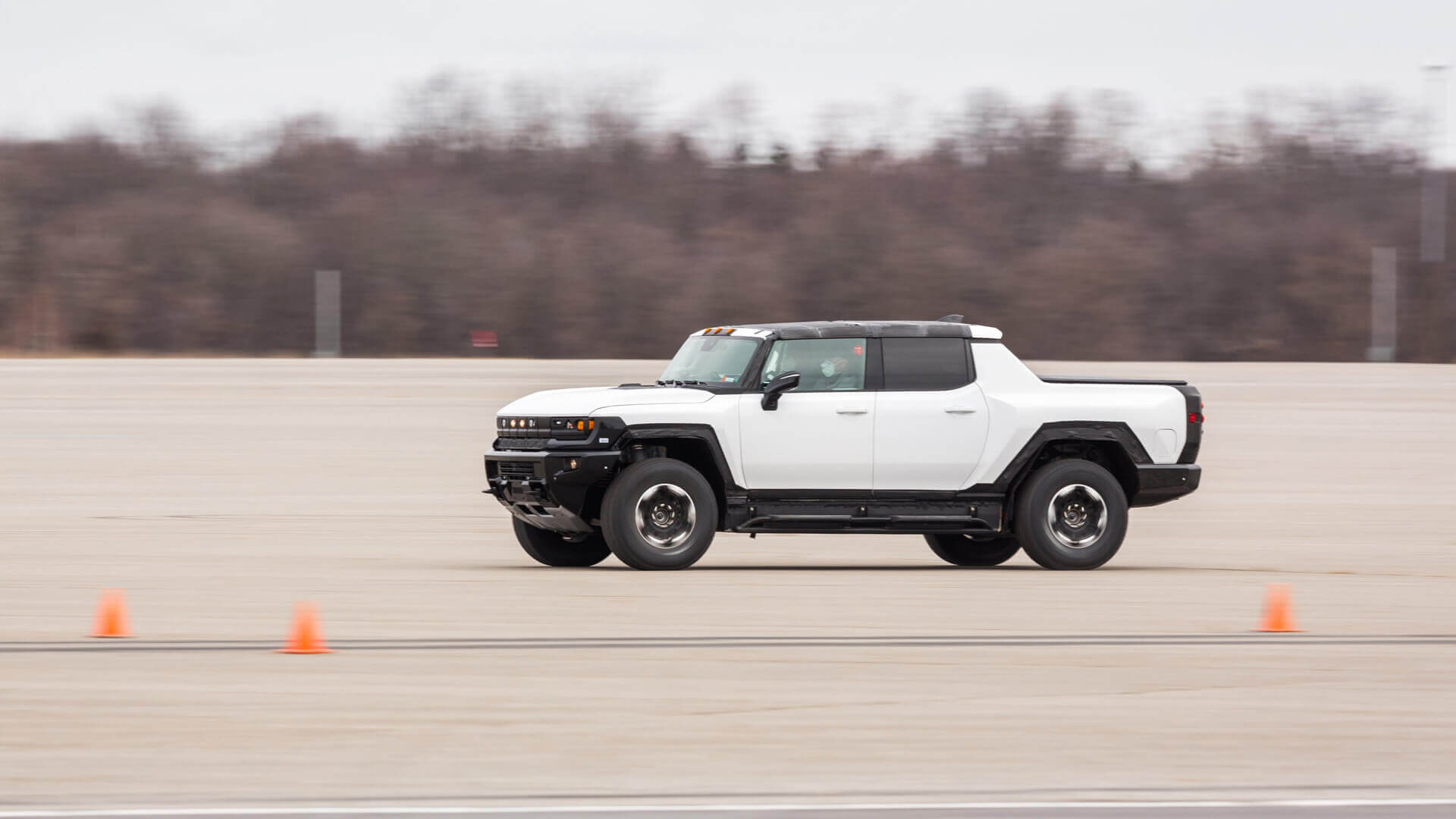 Электропикап GMC Hummer EV пройдет суровые зимние испытания