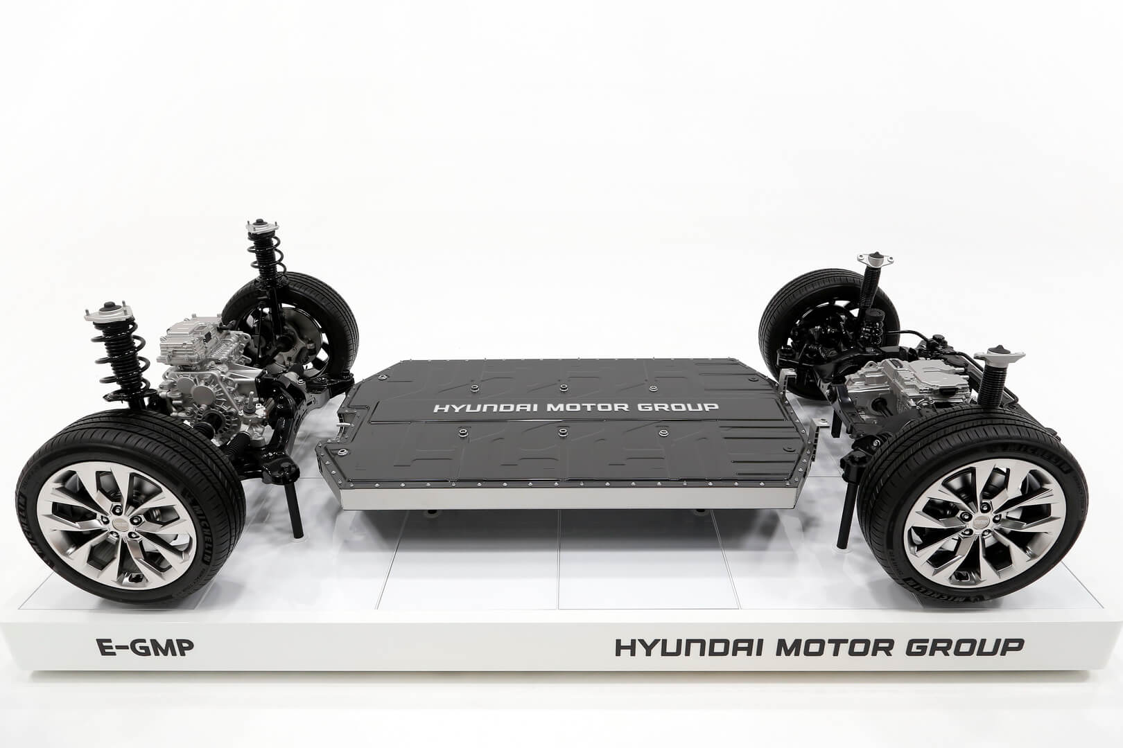 Hyundai представляет модульную платформу для электромобилей E-GMP