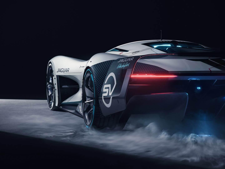 Электрический виртуальный гоночный автомобиль Jaguar Vision Gran Turismo SV