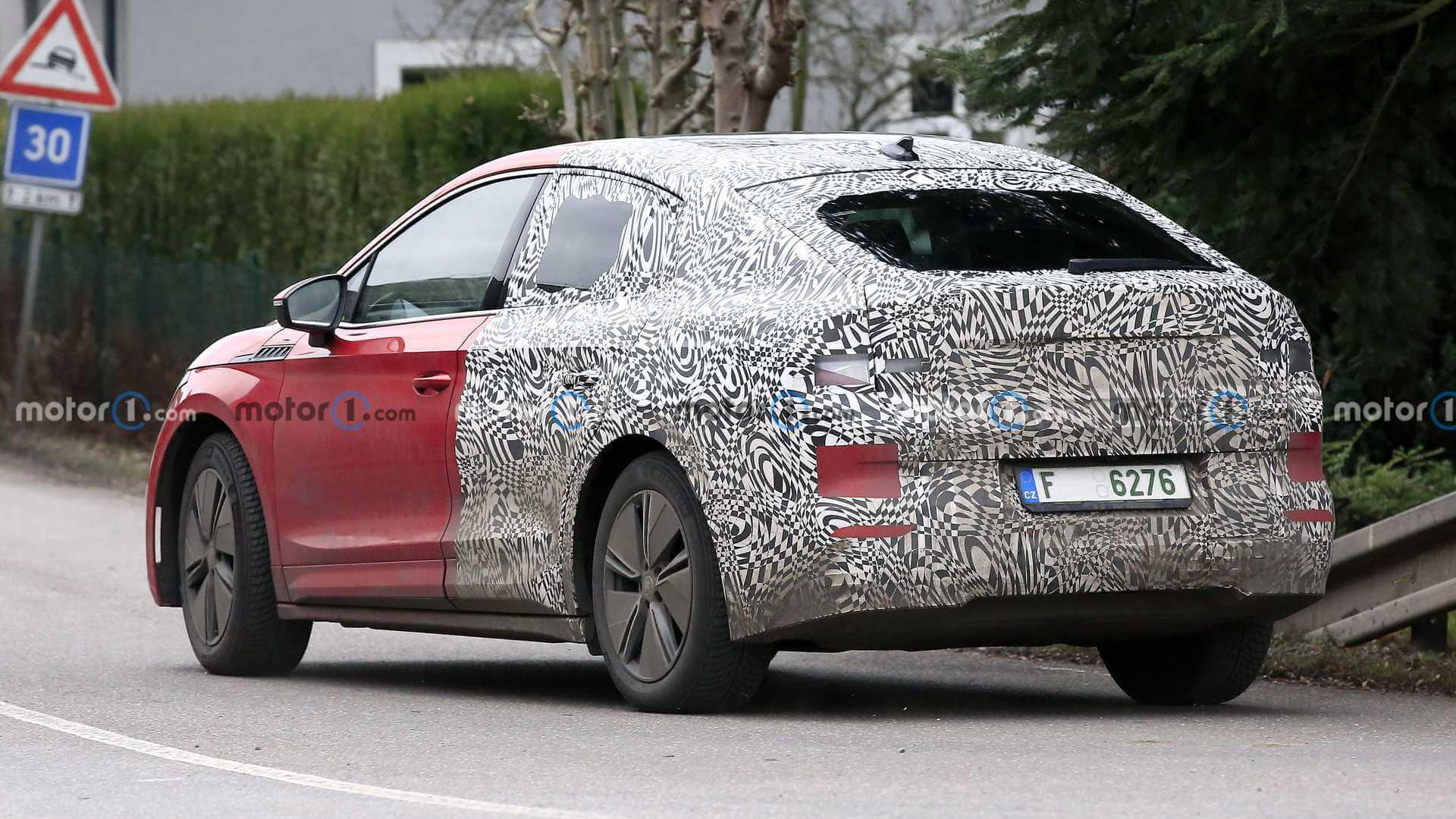 Skoda тестирует электрический купе-кроссовер ENYAQ GT