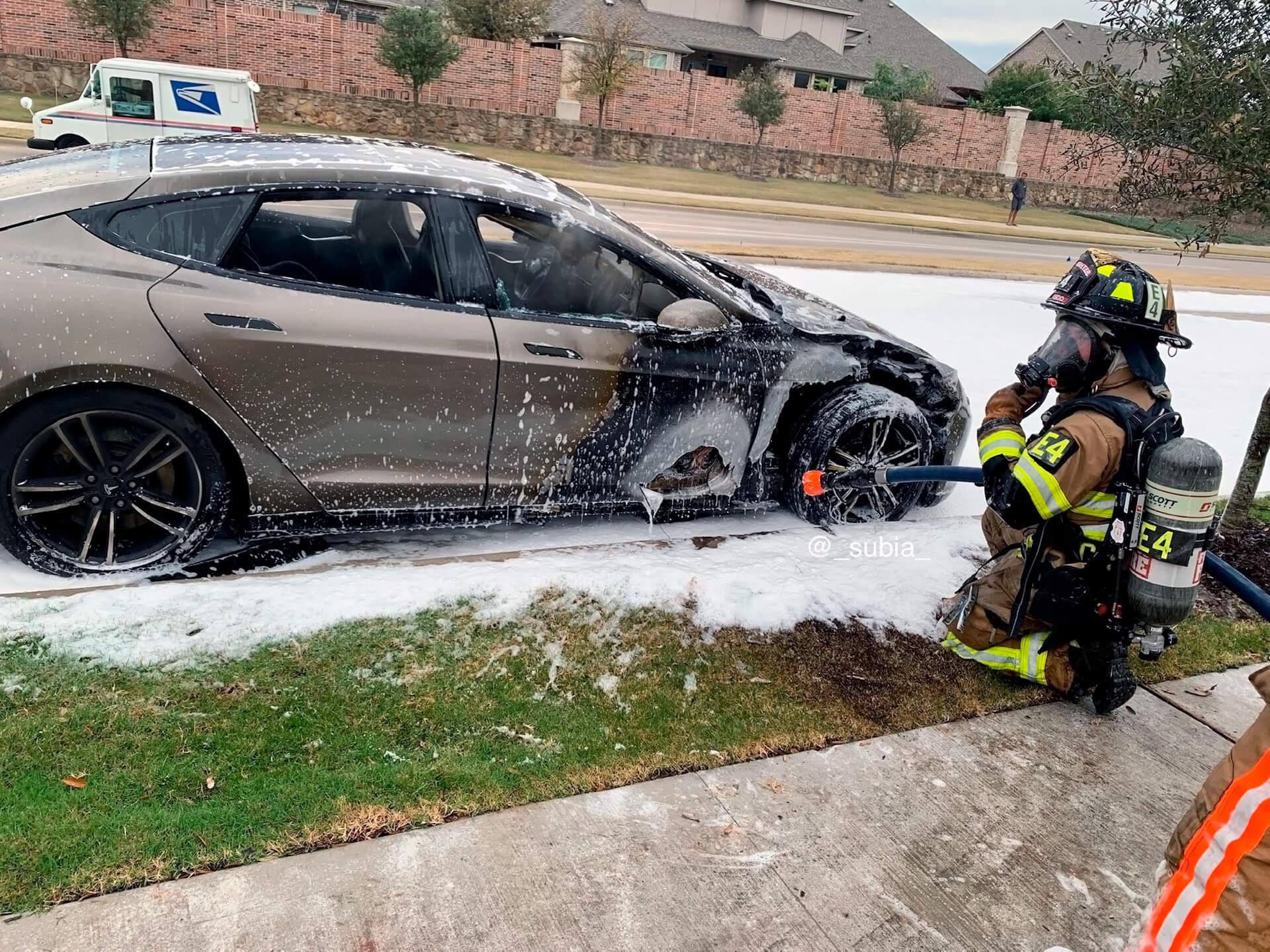 В Техасе во время езды загорелась Tesla Model S
