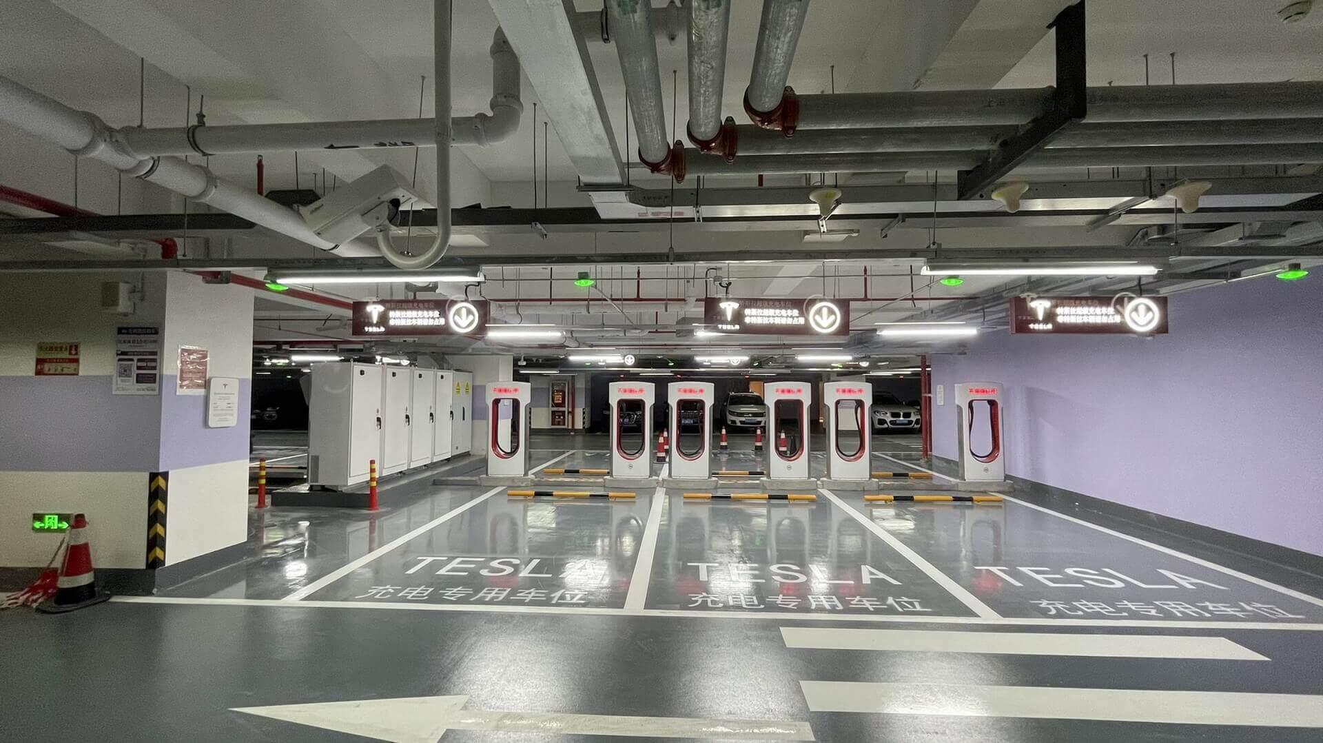 Tesla открывает новую крупнейшую в мире станцию Supercharger с 72 зарядными пунктами