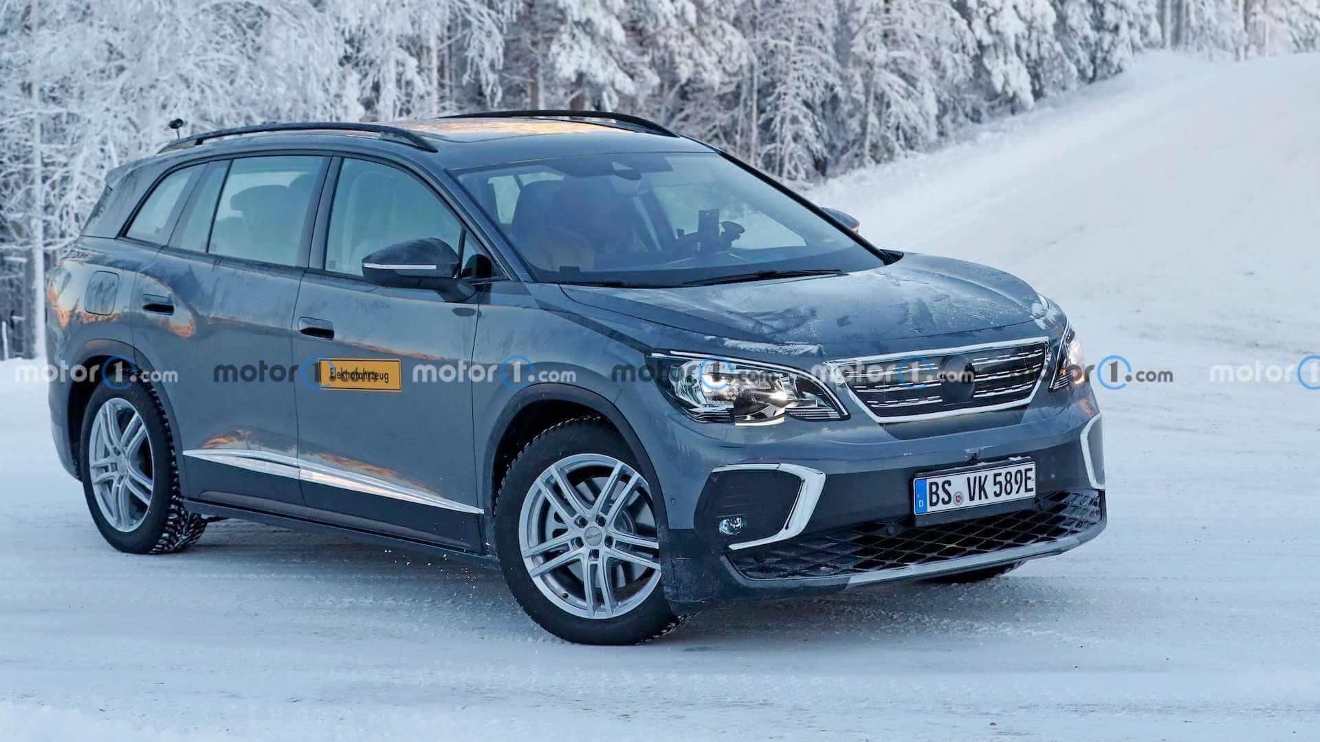 VW ID.6 выехал на зимние тесты в облике топливного конкурента