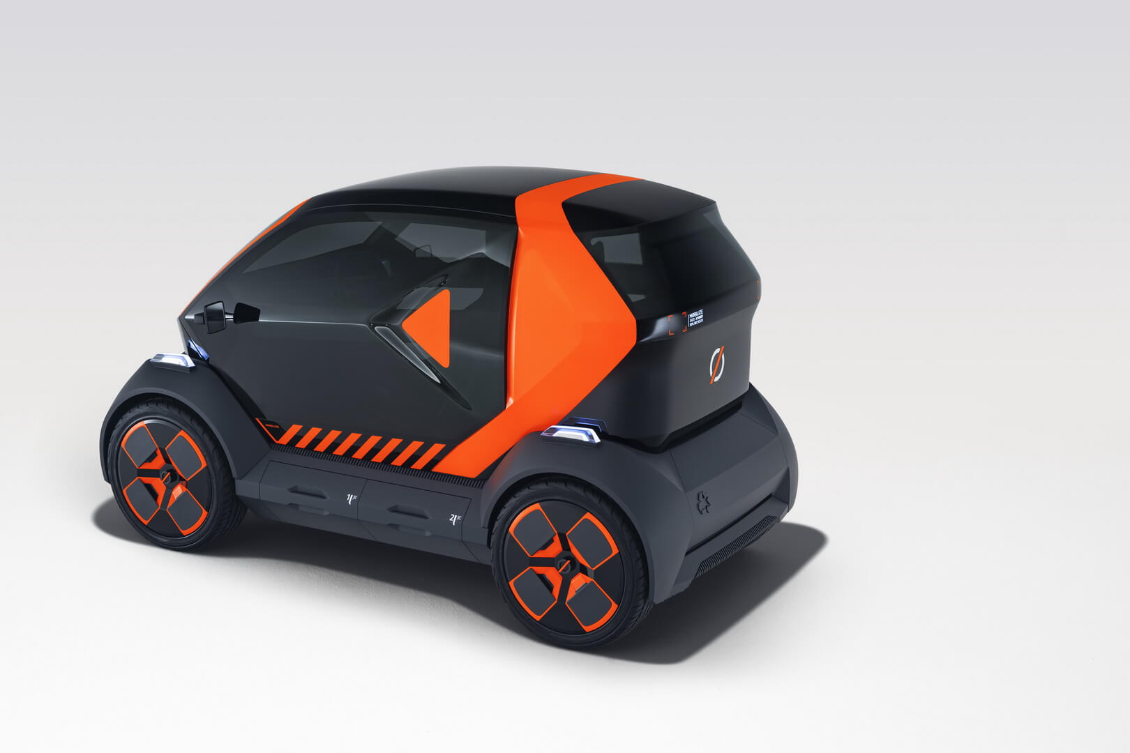 Mobilize EZ-1 – это компактный и маневренный автомобиль для 2 человек, специально разработанный для совместного использования