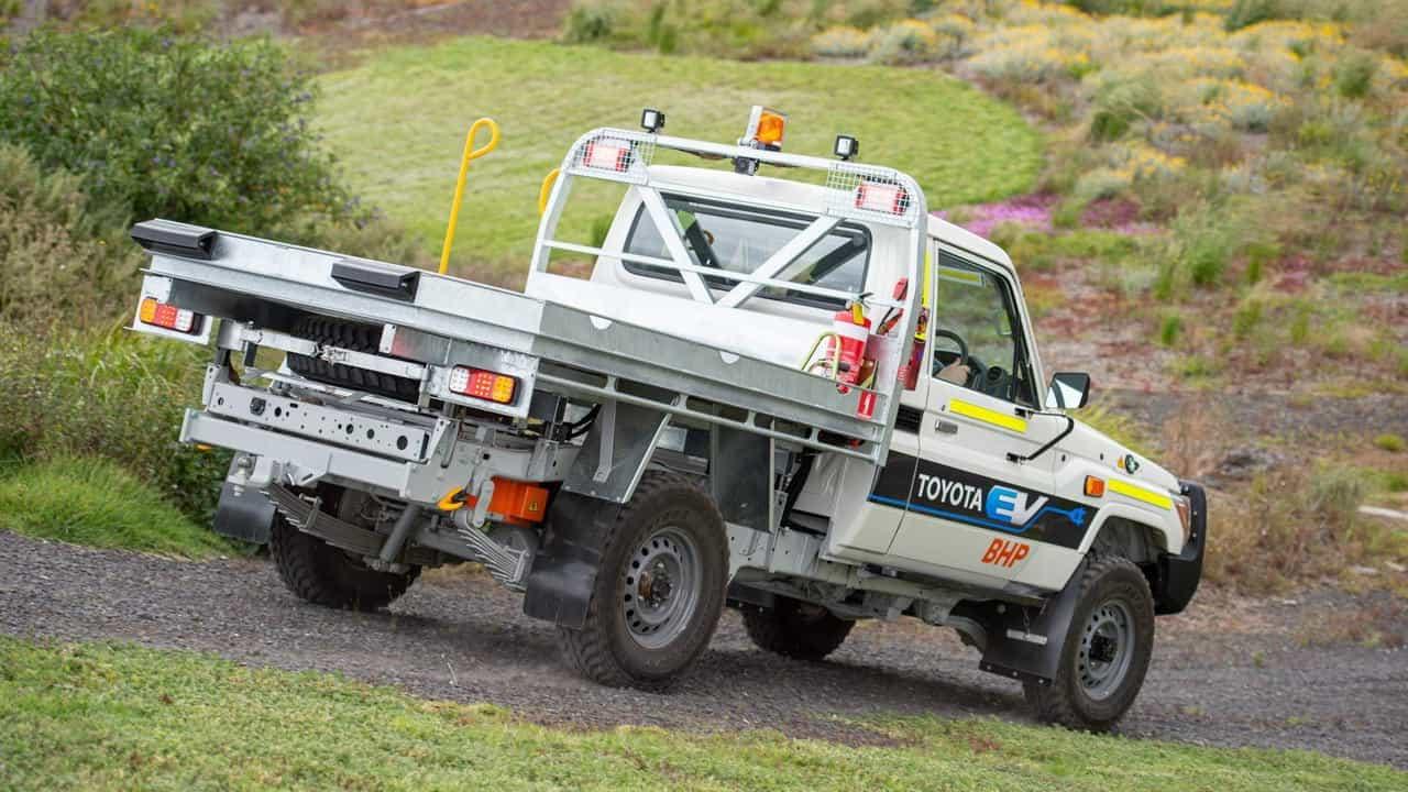 Toyota создала электрокар для шахт набазе Land Cruiser70 Series