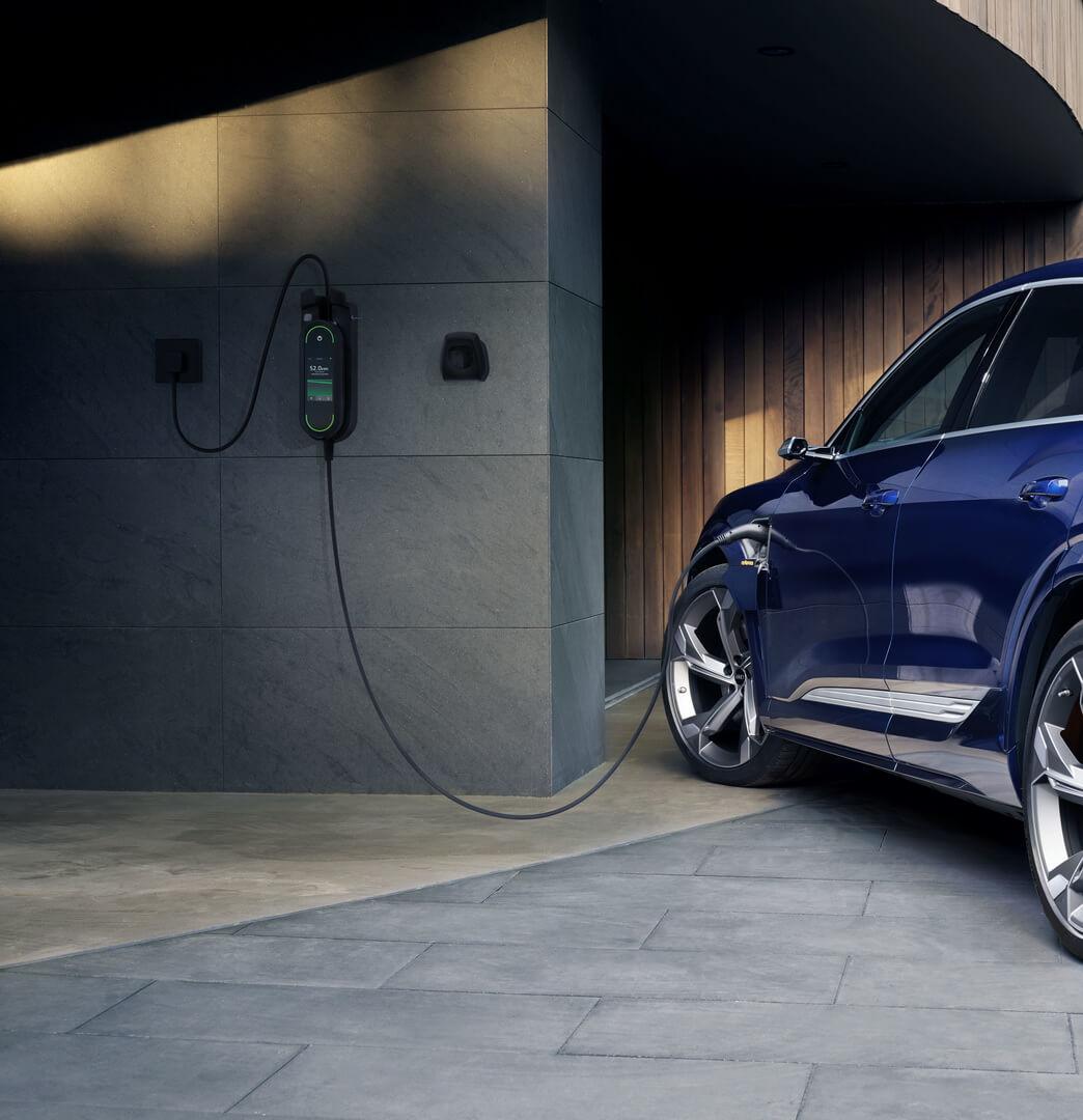 Audi работает над оптимизированной для сети зарядкой электромобилей