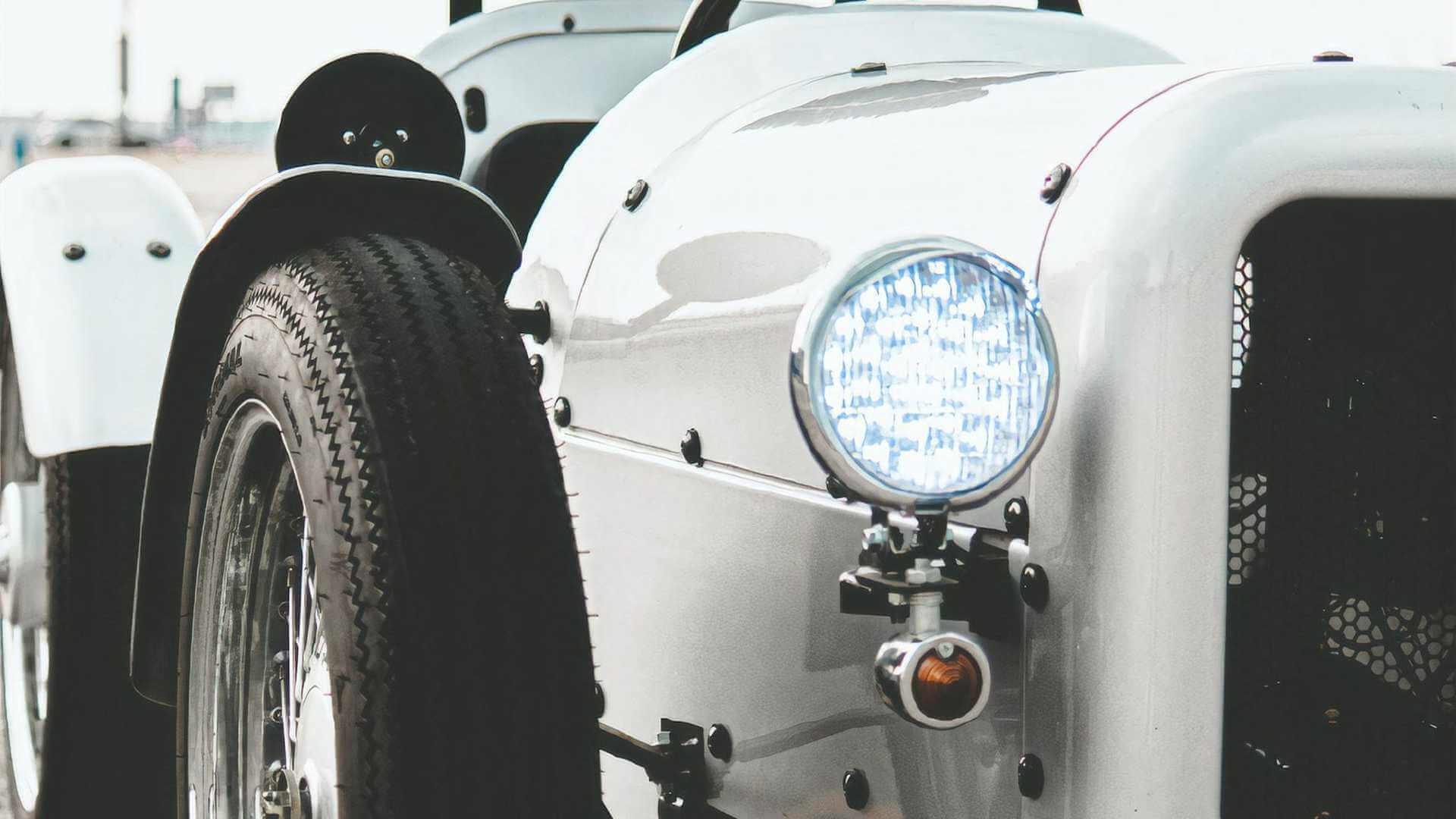В Японии создали электромобиль в стиле британских классических родстеров