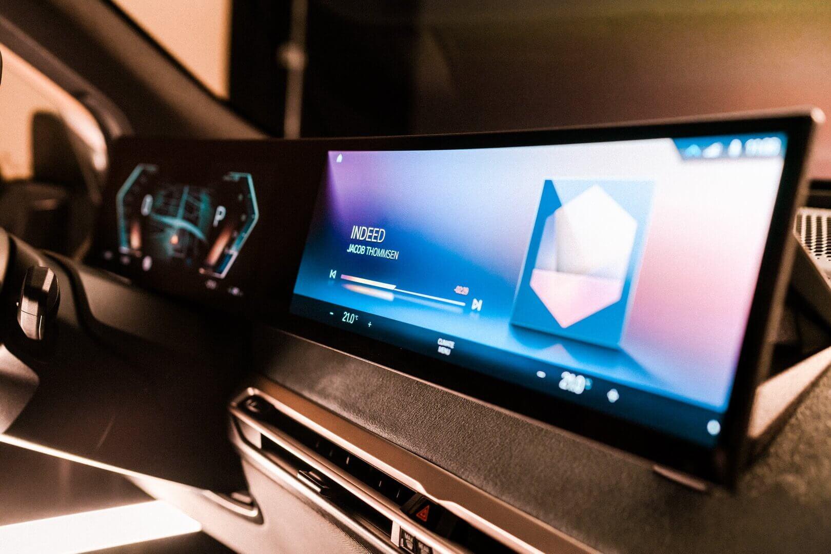 Новое поколение системы BMW iDrive стало полностью цифровым