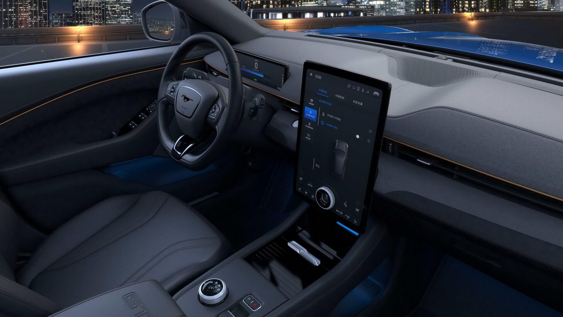 Интерьер Ford Mustang Mach-E